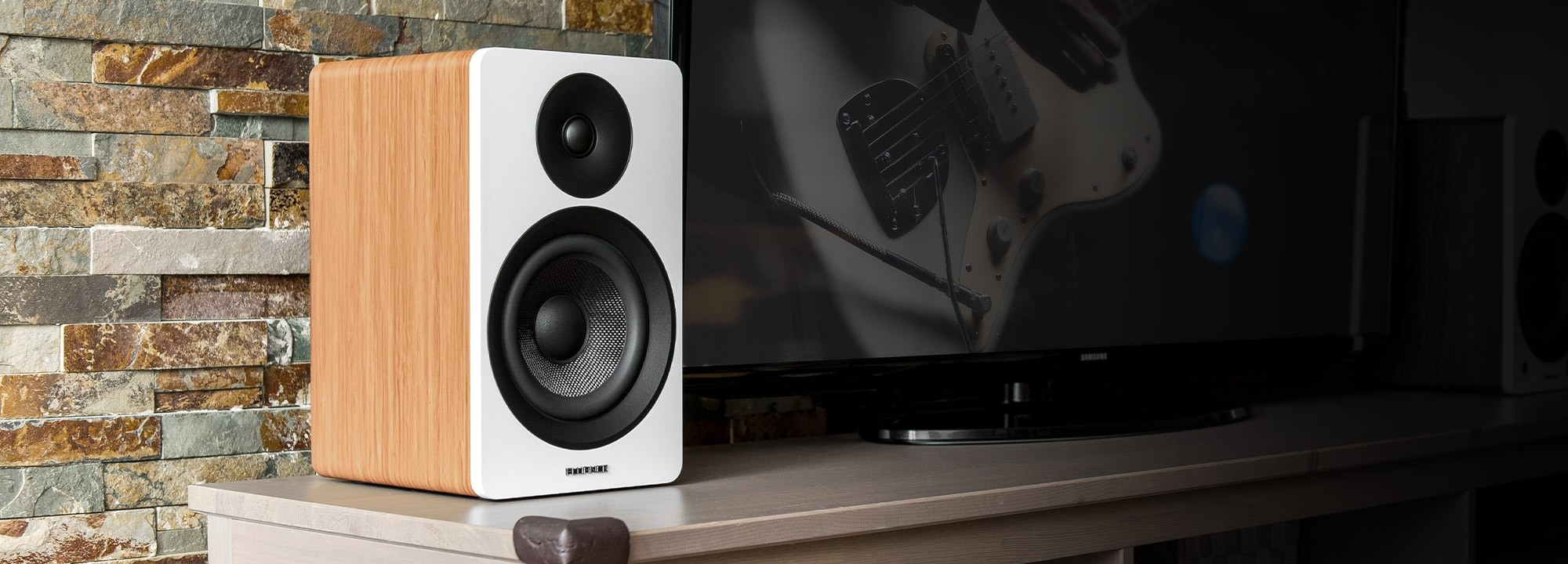 "Ai61W Powered 6.5"" Stereo Bookshelf Speakers"
