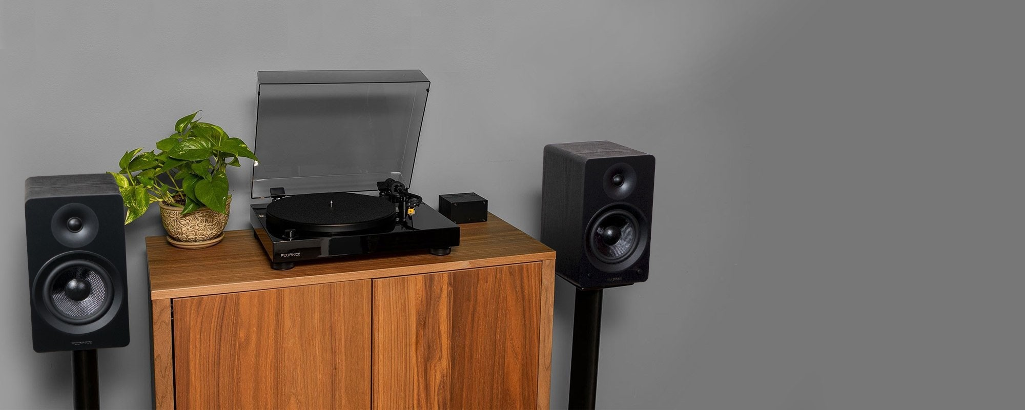 """RT80 Classic High Fidelity Vinyl Turntable with Ai61 Powered 6.5"""" Stereo Bookshelf Speakers - Lifestyle"""