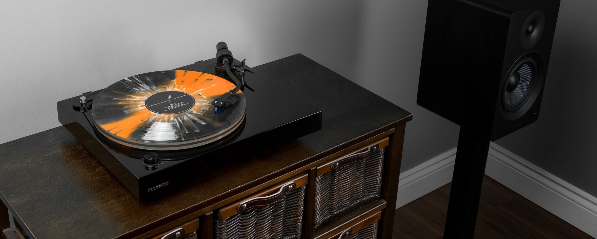 RT85T Reference High Fidelity Vinyl Turntable - LIfe Style 2