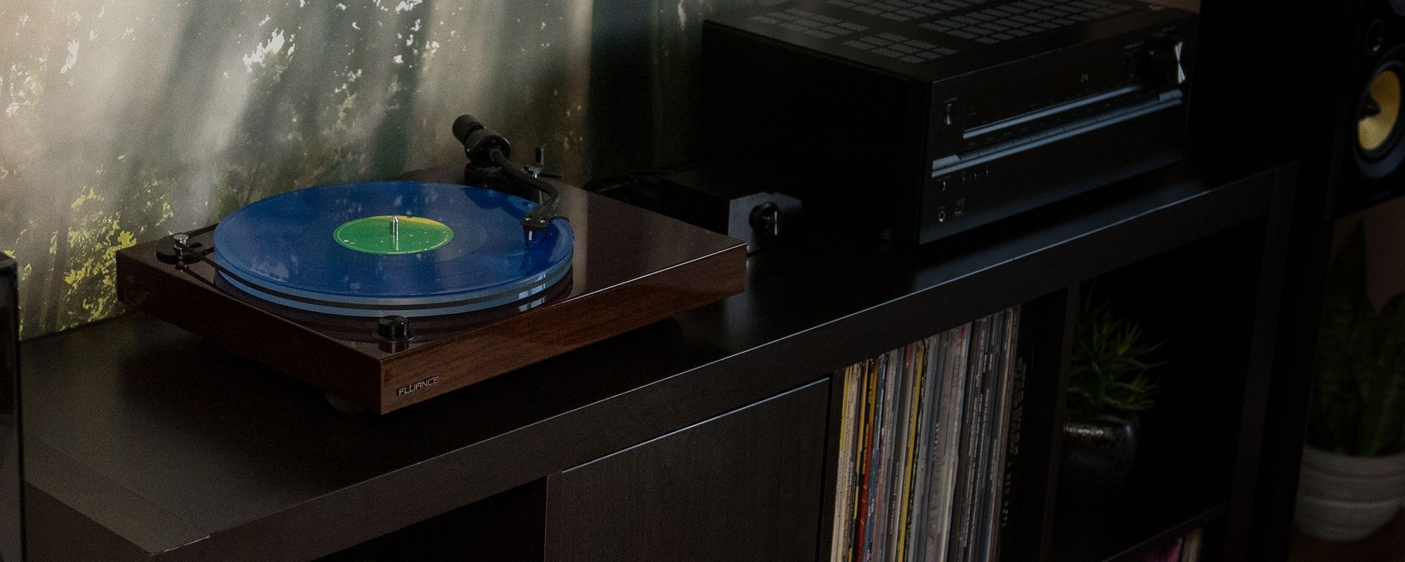 RT85W Reference High Fidelity Vinyl Turntable - LIfe Style 2