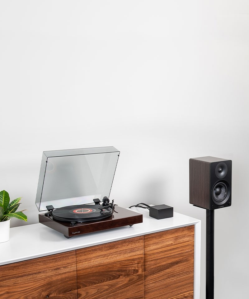 """Reference RT82 High Fidelity Vinyl Turntable with PA10 Phono Preamp and Ai41 Powered 5"""" Bookshelf Speakers - Lifestyle Mobile"""
