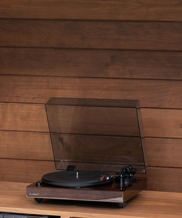 RT83W Reference High Fidelity Vinyl Turntable - LIfe Style